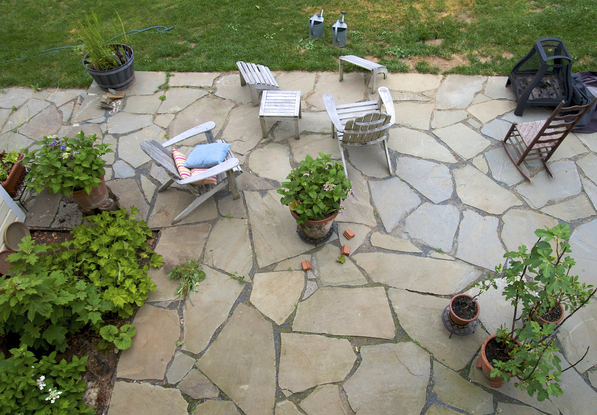 Learn 5 essentials for outdoor entertaining during the autumn months. Make the most of your patios and yards when throwing parties.