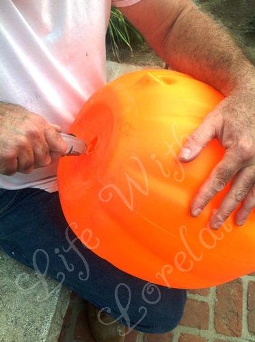 Cutting the pumpkin - Life With Lorelai