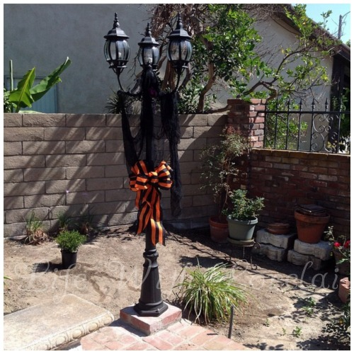 Halloween Lamppost 2014 - Life With Lorelai