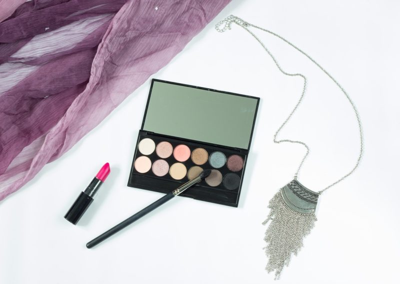 Eye Shadow Palette - Stylish Mom Birthday Gift Ideas
