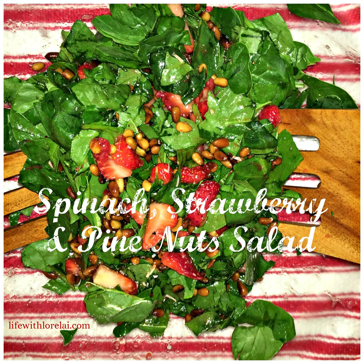 Spinach, Strawberry & Pine Nuts Salad with Strawberry-Jalapeño Vinaigrette - an easy #recipe for a delicious summer #salad. #strawberry #Vinaigrette