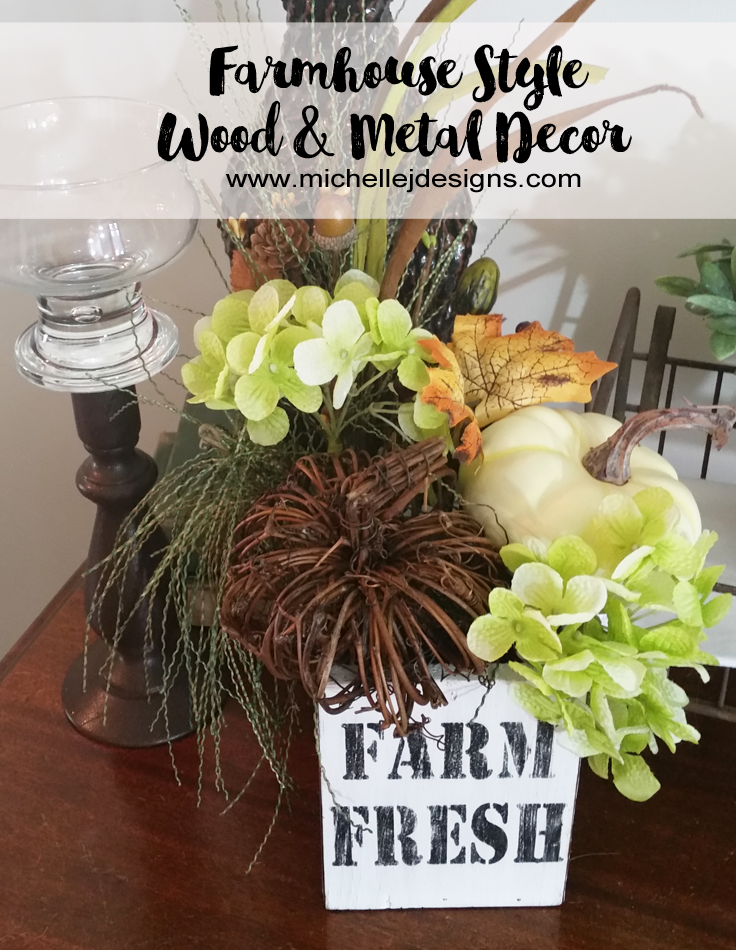 Farmhouse Style Wood & Metal Vase Decor - A versatile DIY project that could be used as a vase, organizer, container, or more. #DIY #Farmhouse #Style #Decor