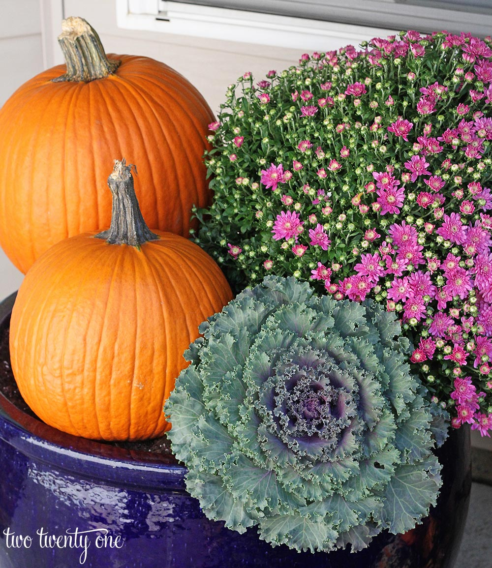 6 Tips For Creating A Beautiful Fall Front Porch - Two Twenty One -hmlp-107-feature
