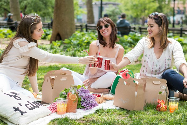 Picnics - a relaxing summer pastime packed with tasty foods, drinks, fun, and games. Plus, link up at Home Matters. #picnics #summer #HomeMattersParty